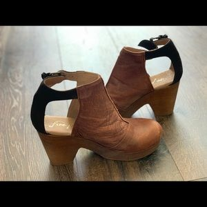 Free People leather clogs with wood chunk heel